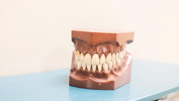 成年人牙缝大怎么变小?